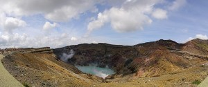 800px-Mt.Aso_crater