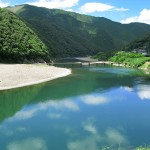 1024px-Shimanto_River_And_Iwama_Bridge_1